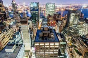 new york manhattan östlig mitt i skymningen foto