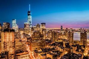 New York finansdistrikt i skymningen foto