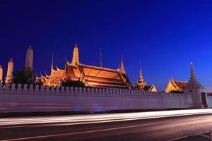 grand palace på natten, Thailand foto