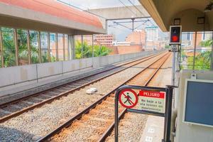 vackra och moderna tunnelbanesystem i Medellin City, Colombia foto