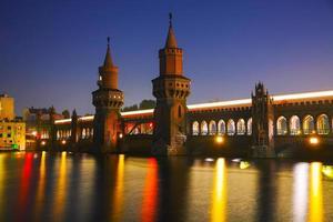 oberbaum bridge i berlin foto