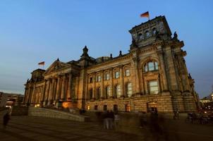 riksdagen berlin på natten foto