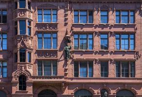detaljer om gammal typisk tysk arkitektur i Berlin, Tyskland
