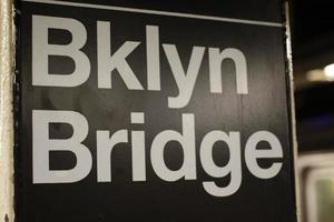 New York: Brooklyn Bridge, tunnelbana foto