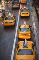 taxibilar i staden trafik i New York, USA foto
