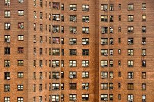bostadsbyggnadsfönster i manhattan, New York foto