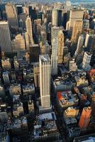 Flygfoto över manhattan med skyskrapor foto