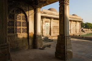 sarkhej roza-moskén i Ahmedabad foto