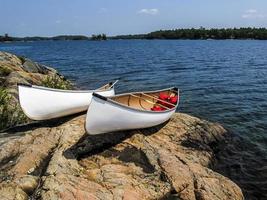 kanoter på klipporna 1 foto