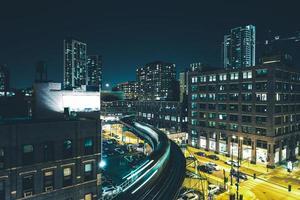 chicago natt tåg rusa foto