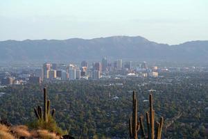 tittar över horisonten i centrum av Phoenix foto