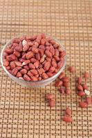 säd jordnötter i glasplatta foto
