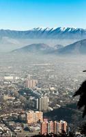 staden ses från san cristobal hill, santiago, chile foto