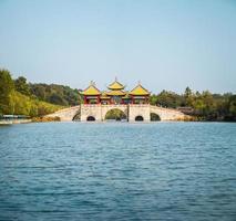 yangzhou fem paviljongbro foto