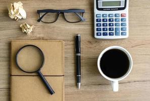 skrivbord kontorsaffär ekonomisk redovisning beräkna