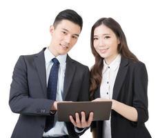 affärsman och kvinna diskuterar foto