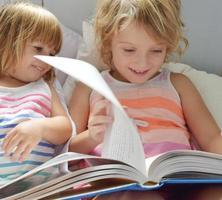 läser tillsammans