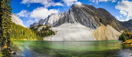 vackra höst bergslandskap foto
