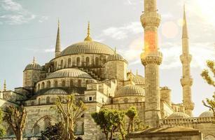 utsikt över den blå moskén (sultanahmet camii) i istanbul foto