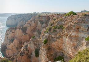 soliga klippor vid lagos, portugal foto