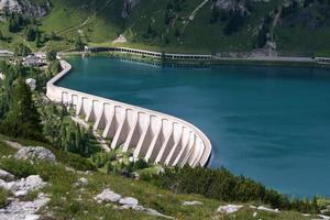 reservoar lago di fedaia, dolomiti, italien foto