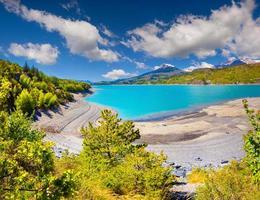 utsikt över sjön serre-poncon foto