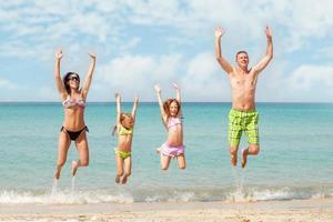 familj på stranden