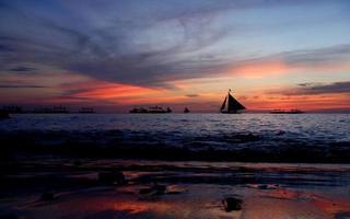 solnedgång segling foto