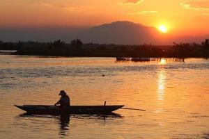solnedgång fiske foto