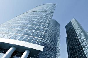 modern blå kontorsbyggnadshörn foto