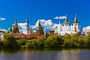 izmailovo kremlin och sjön - moskva ryska foto