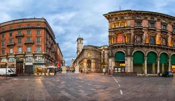 piazza del duomo och via dei mercanti på morgonen foto