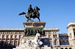 vittorio emanuele ii monument, milan foto