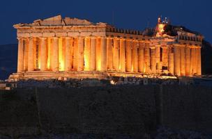 athens akropolis parthenon på natten foto