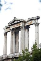 hadrian arch vid olympiska zeus gate, athens foto