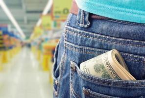 pengar i fickan foto