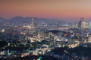 seoul på natten, södra koreas stadshorisont foto