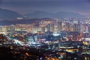 seoul city på natten, Sydkorea foto