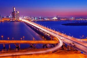 mapo bridge och seoul. foto