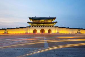 gwanghwamun gate på kvällen foto