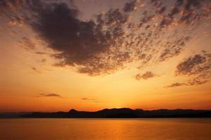 färger på solnedgången foto