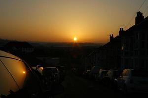 solnedgång i staden