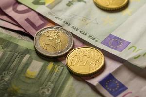 euromynt och sedlar.