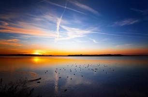 solnedgång vid sjön chiemsee foto
