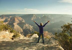 turist som tycker om Grand Canyon National Park South Rim Hz foto
