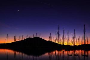 solnedgång vid marinan foto