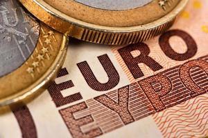 euromynt och räkningar foto