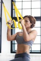 flicka på gymmet foto