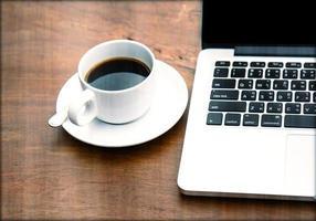 kaffe i en vit kopp foto