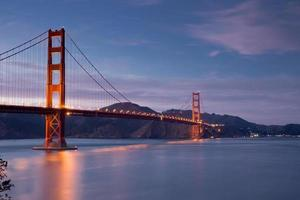 Golden-gate bridge i skymningen, San Francisco, Kalifornien